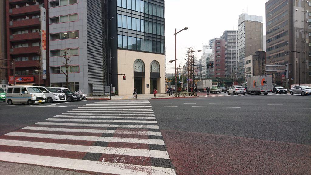 須田町の交差点を左折